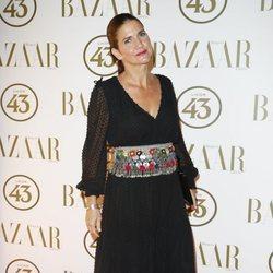 Samatha Vallejo en la alfombra roja de los Premios Harper's Bazaar Actitud 43 2018