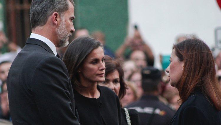 Los Reyes Felipe y Letizia con Francina Armengol en el funeral por las víctimas de las inundaciones en Mallorca