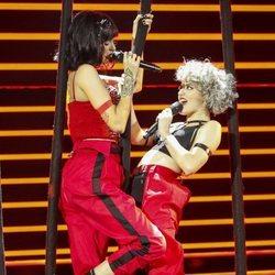 Natalia y Alba Reche durante su actuación en la Gala 4 de 'OT 2018'