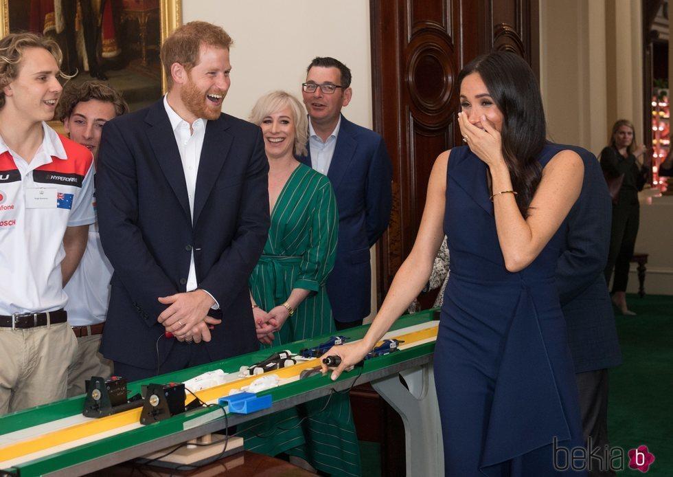 El Príncipe Harry y Meghan Markle ríen divertidos en Melbourne