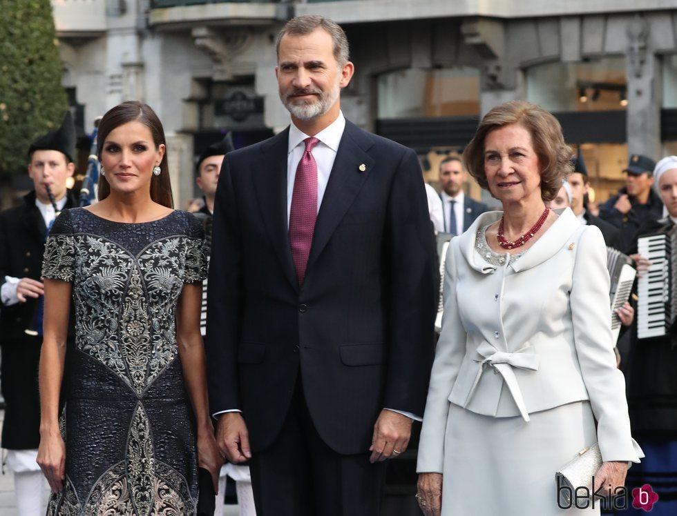 Los Reyes Felipe y Letizia y la Reina Sofía en los Premios Princesa de Asturias 2018