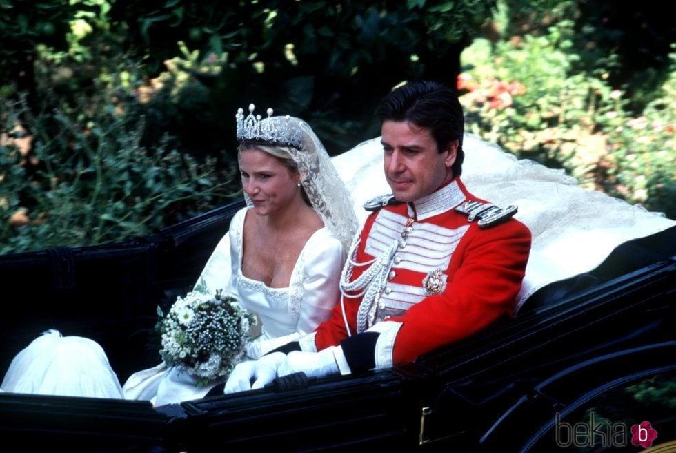 Cayetano Martínez de Irujo llega en un carruaje con su hermana Eugenia el día de la boda de esta con Fran Rivera