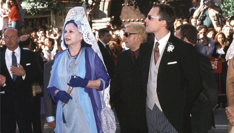 Lucía y Miguel Bosé sorprendieron con sus atuendos a su llegada a la boda de Eugenia Martínez de Irujo y Fran Rivera