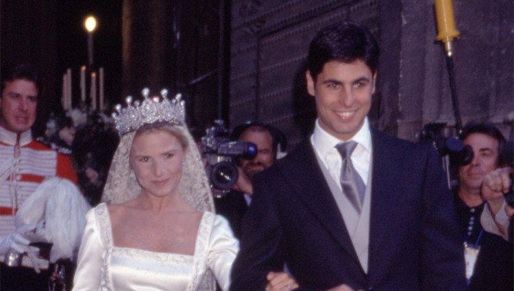 Eugenia Martínez de Irujo y Fran Rivera salen de la Catedral de Sevilla el día de su boda