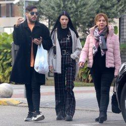 Alejandra Rubio y su novio, Álvaro Lobo, llegando a la casa de Terelu Campos