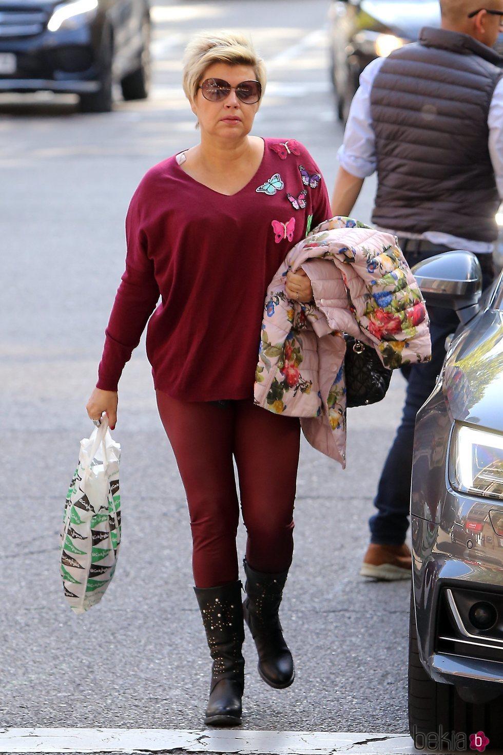 Terelu Campos acudiendo a una revisión dos semanas después de su doble mastectomía