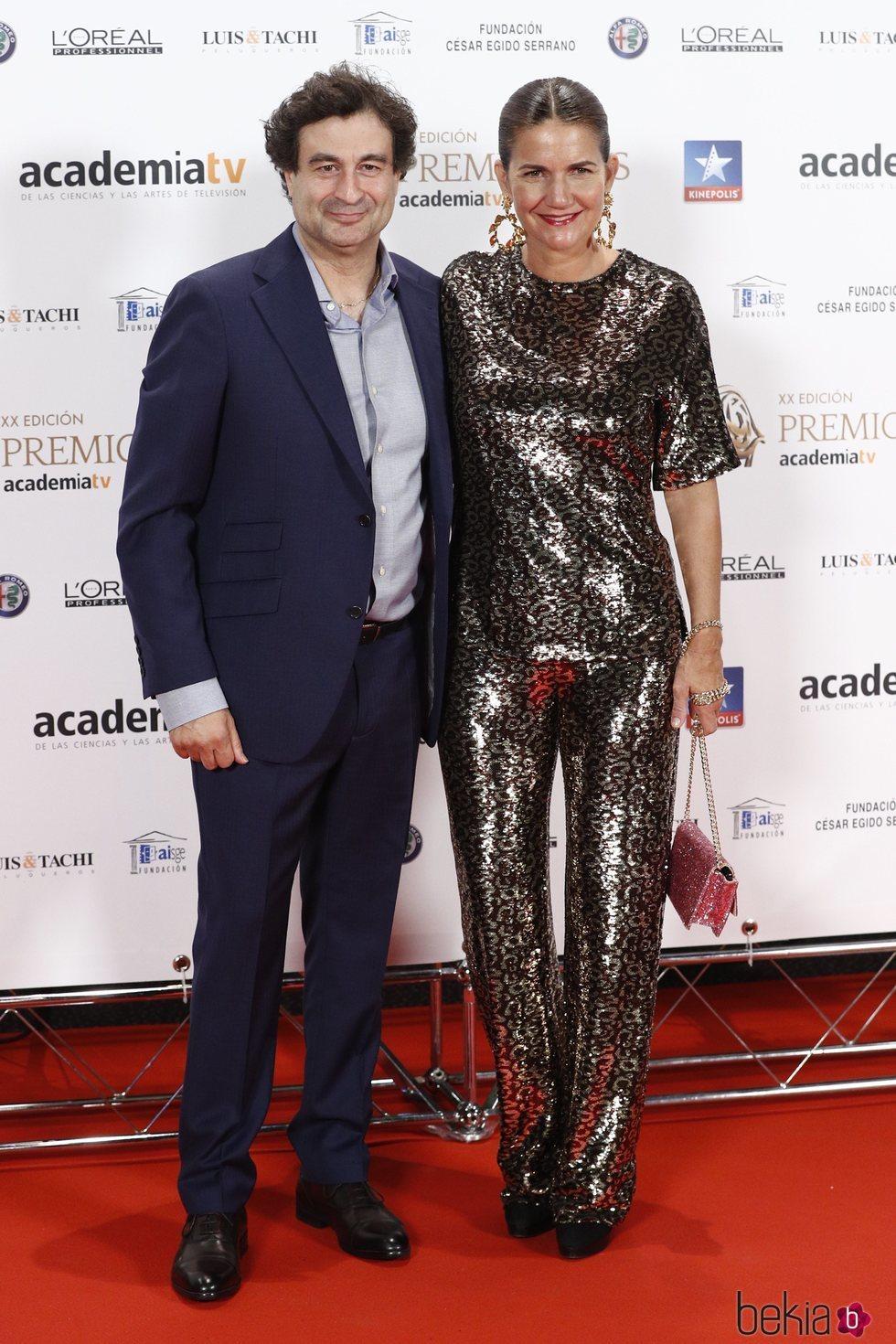 Pepe Rodríguez y Samantha Vallejo en los Premios Iris 2018
