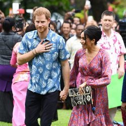 El Príncipe Harry y Meghan Markle visitan la Universidad de South Pacific en Fiji