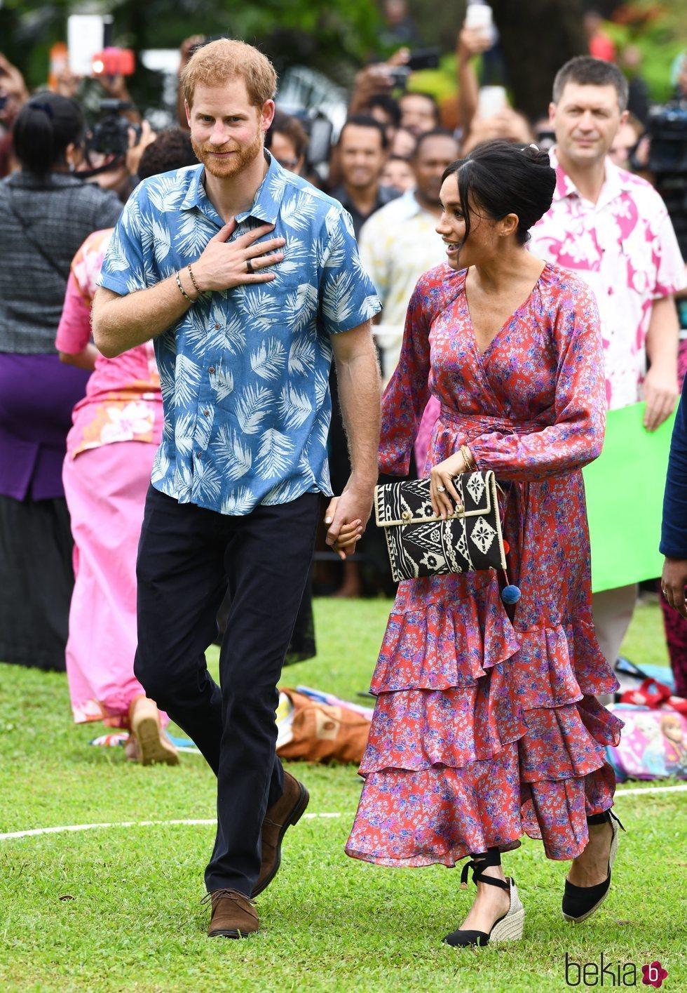 El Príncipe Harry y Meghan Markle visitan la Universidad de South Pacific en Fiji