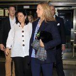 La Infanta Elena saliendo de ver el musical 'El médico'