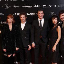 María Mollins, Najwa Nimri, Álvaro Cervantes, Julio Medem , Úrsula Corberó y Daniel Grao en la premiere de 'El árbol de Sangre'