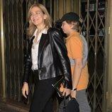 La Infanta Cristina y su hijo Miguel Urdangarin saliendo de ver el musical 'El médico'