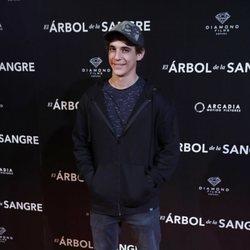 Miguel Herrán en la premiere de 'El árbol de sangre'