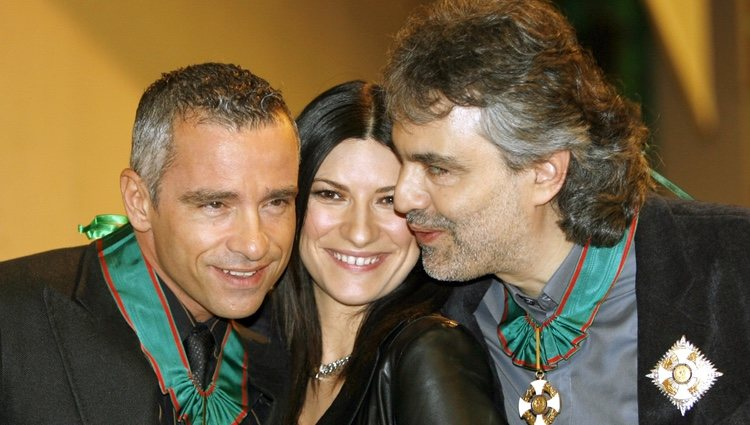 Eros Ramazzotti, Laura Pausini y Andrea Boccelli posan en San Remo