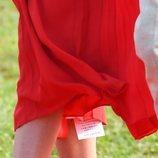 La etiqueta que Meghan Markle olvidó quitar de su vestido a su llegada a Tonga