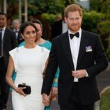 Los Duques de Sussex llegando a la cena con el Rey de Tonga
