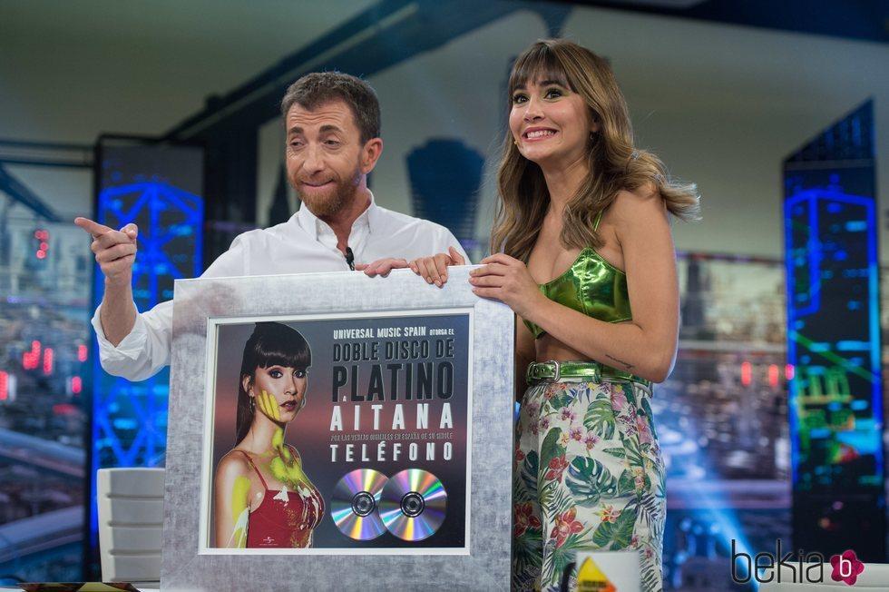 Aitana Ocaña recibe el disco de platino por 'Teléfono' en 'El Hormiguero'