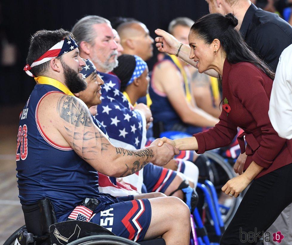 Meghan Markle haciendo entrega de las medallas en los Juegos Invictus de 2018