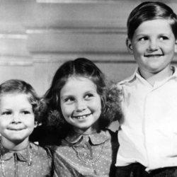 La Princesa Sofía con sus hermanos, la Princesa Irene y el Príncipe heredero Constantino