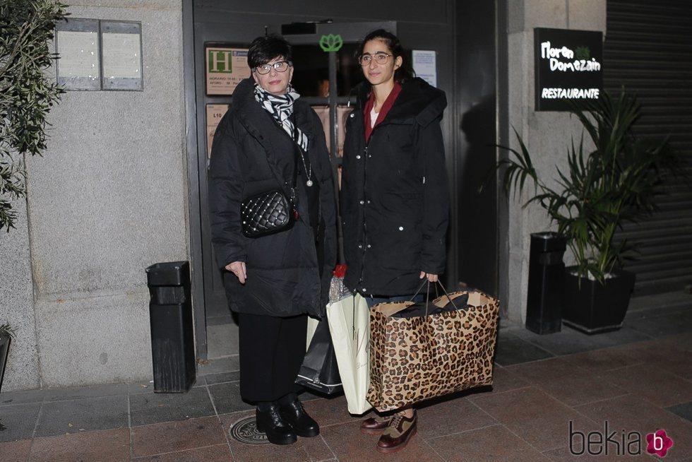 Alba Flores y su madre, Ana Villa, después de celebrar su cumpleaños