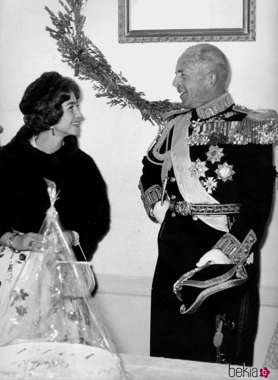 La Reina Sofía con su padre, Pablo de Grecia