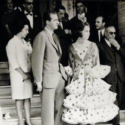 La Reina Sofía vestida de flamenca junto al Rey Juan Carlos