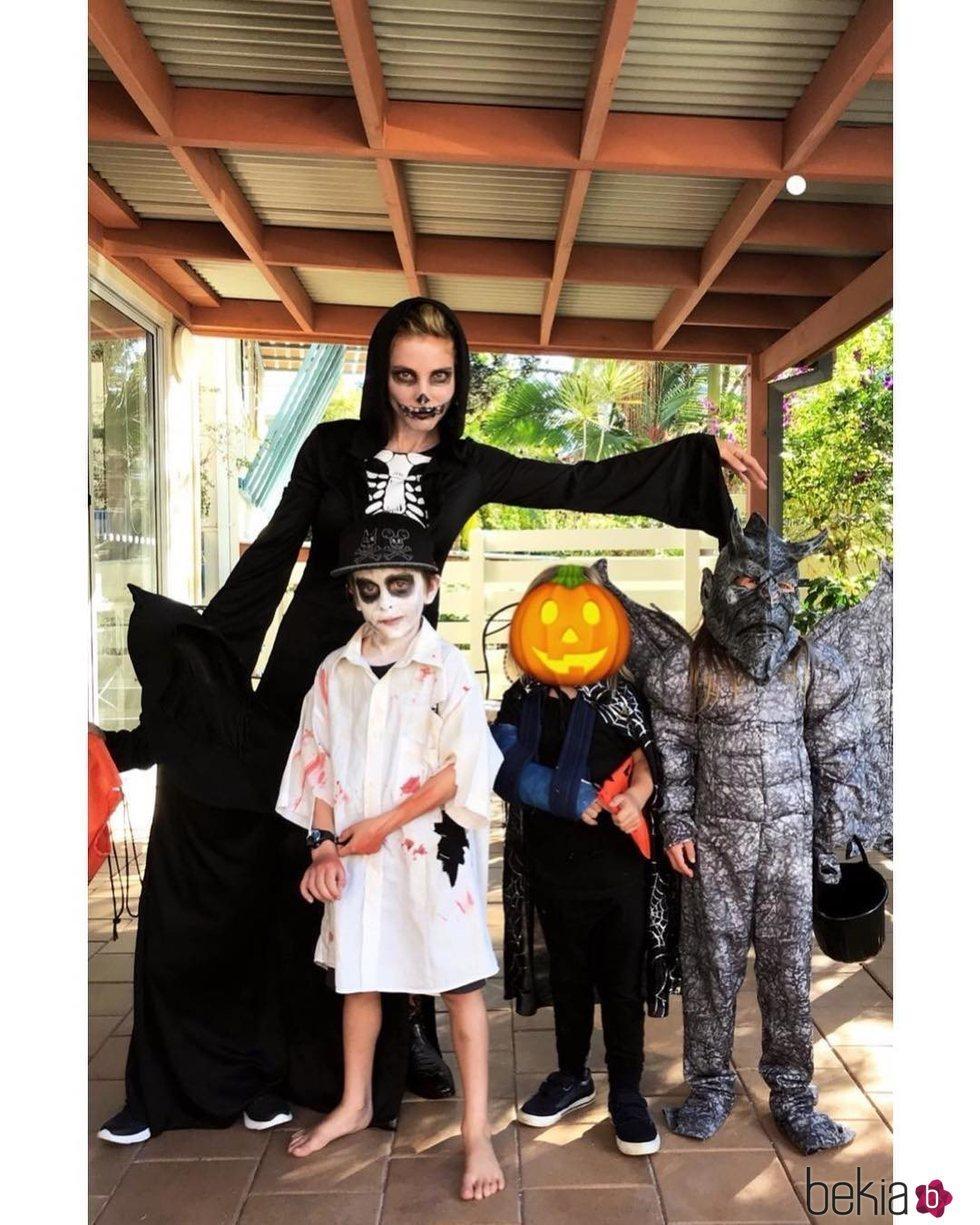 Elsa Pataky junto a sus hijos disfrazados para Halloween