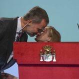 La Princesa Leonor besa al Rey Felipe tras leer el Artículo I de la Constitución