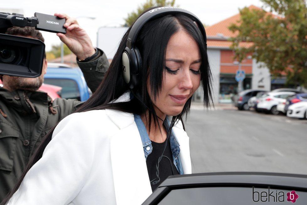 Aurah Ruiz llora a su salida del juzgado