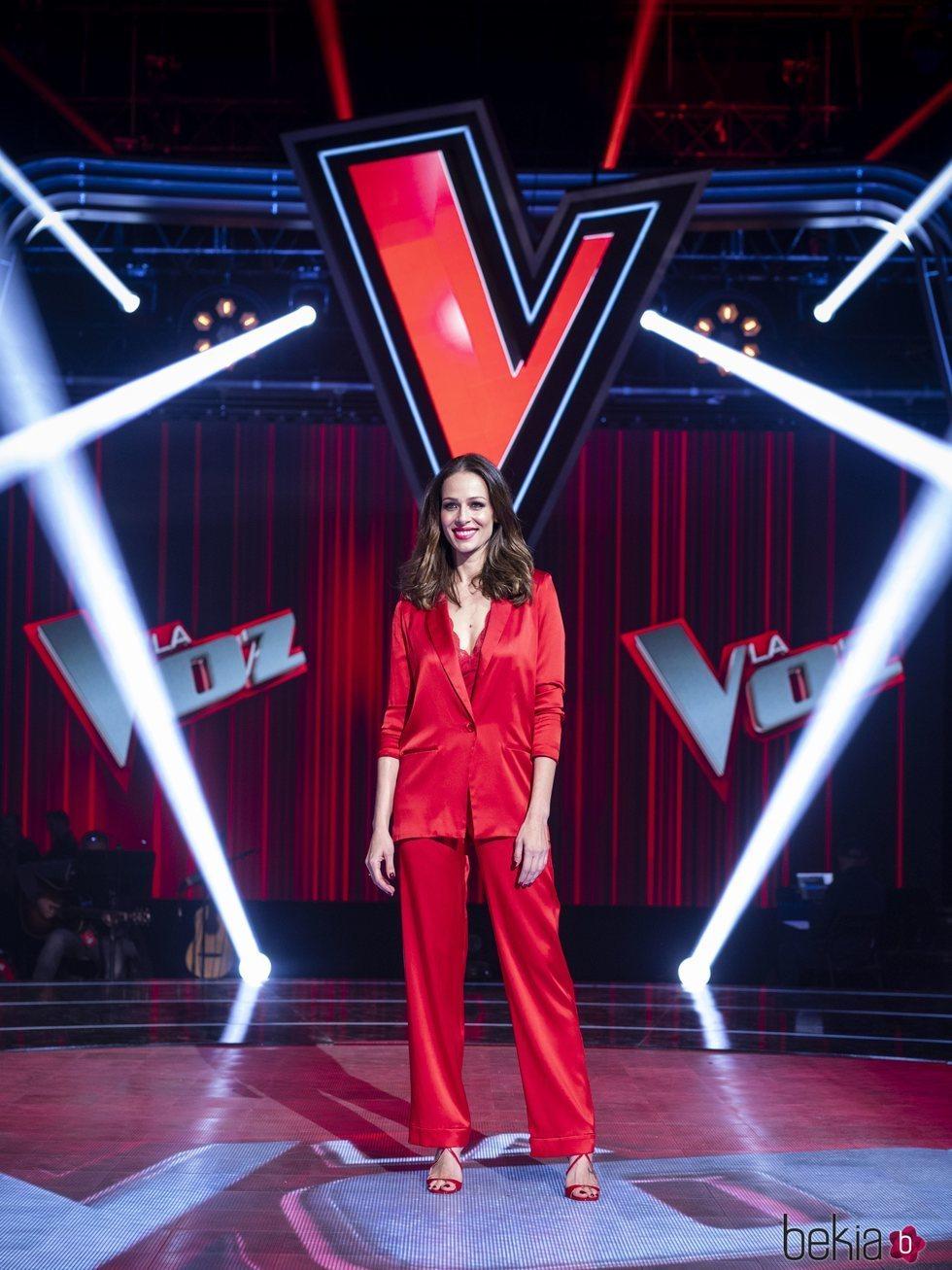 Eva González en la foto de la presentación de 'La Voz'