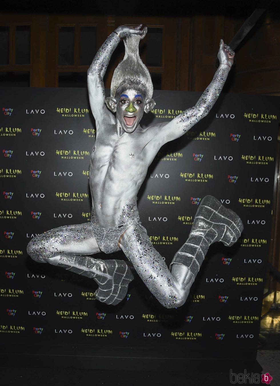 Frankie Grande en la fiesta de Halloween 2018 de Heidi Klum