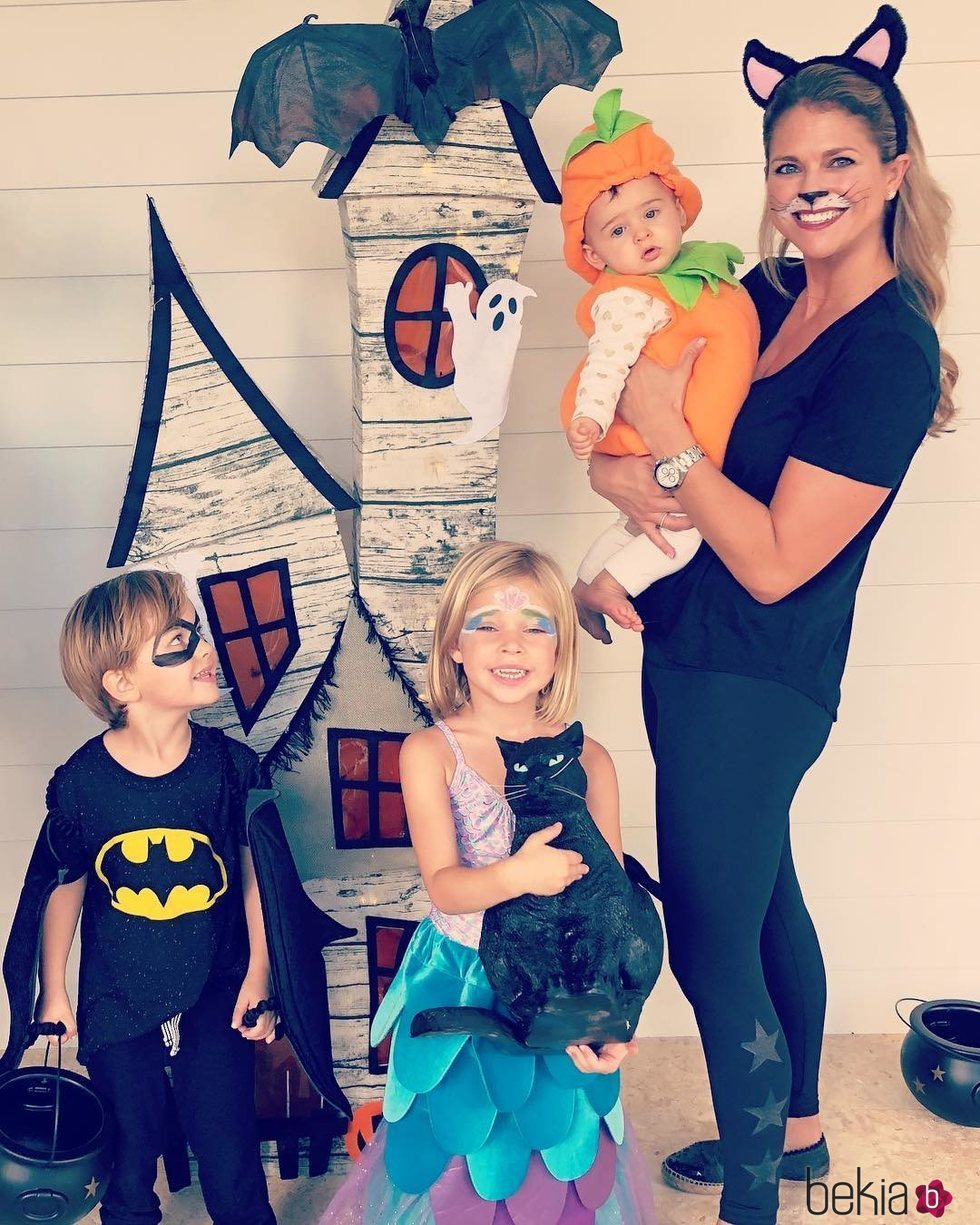 Magdalena de Suecia con sus hijos Leonor, Nicolas y Adrienne en Halloween 2018