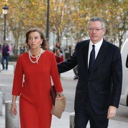 Alberto Ruiz Gallardón y su mujer, María del Mar Utrera en el concierto por el 80 cumpleaños de la Reina Sofía