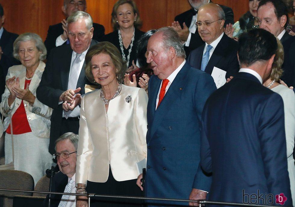 La Reina Sofía disfruta del concierto organizado en su honor junto al Rey Juan Carlos