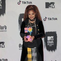 Janet Jackson con su premio de los MTV EMAs 2018 de Bilbao
