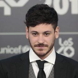 Cepeda posa en la alfombra verde de Los 40 Music Awards