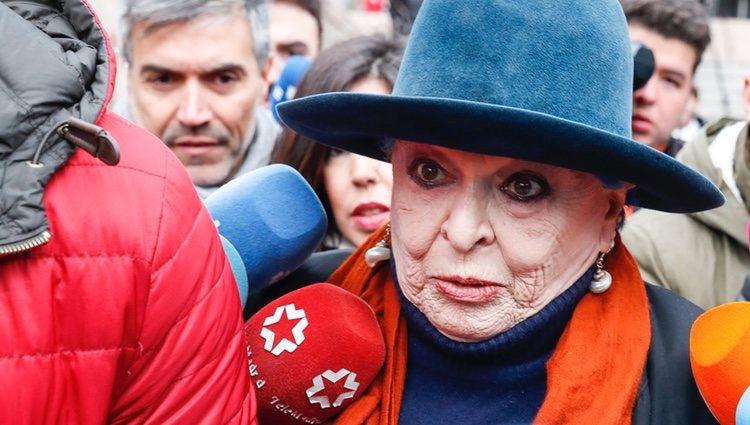 Lucía Bosé acudiendo a su juicio por una apropiación indebida