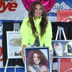 Thalía recibiendo el Disco de Platino en México