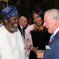 Carlos de Inglaterra y Naomi Campbell durante una recepción oficial en Nigeria