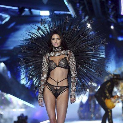 Kendall Jenner desfilando en el Victoria's Secret Fashion Show 2018
