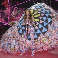 Gigi Hadid desfilando en el Victoria's Secret Fashion Show 2018