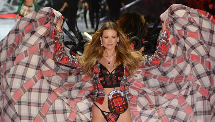 Behati Prinsloo durante el Victoria's Secret Fashion Show 2018