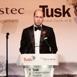 Guillermo de Inglaterra leyendo un discurso en los Tusk Conservation Awards 2018
