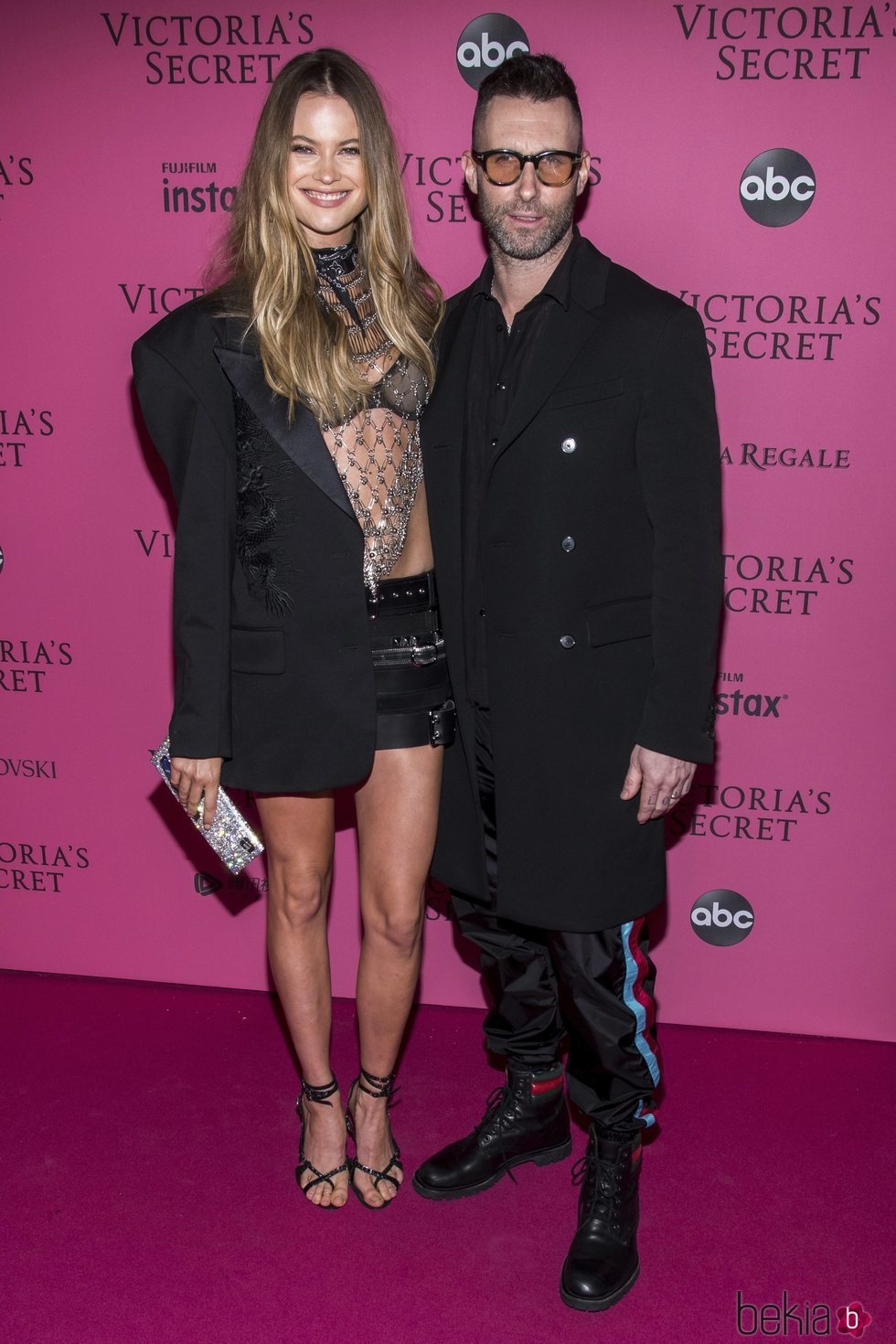 Behati Prinsloo y Adam Levine en la alfombra rosa del Victoria's Secret Fashion Show 2018