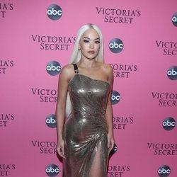 Rita Ora en la alfombra rosa del Victoria's Secret Fashion Show 2018