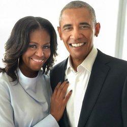 Michelle y Barack Obama posando muy cariñosos