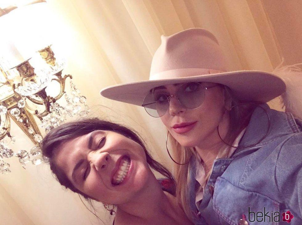 Lady Gaga y Natali Germanotta muy sonrientes