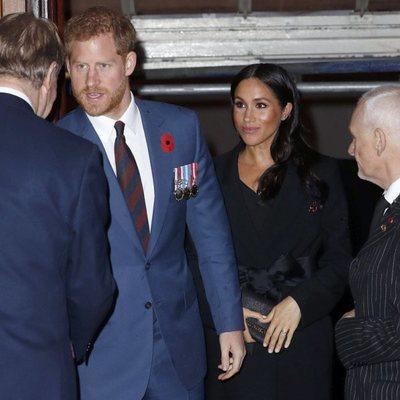 Los Duques de Sussex llegando al  Festival of Remembrance 2018