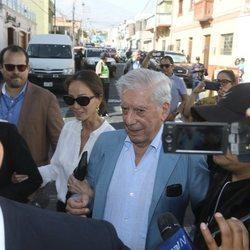 Isabel Preysler y Mario Vargas Llosa llegando a 'Hay Festival'