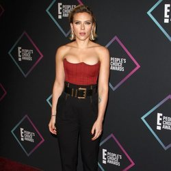 Scarlett Johansson en la alfombra roja de los People's Choice Awards 2018